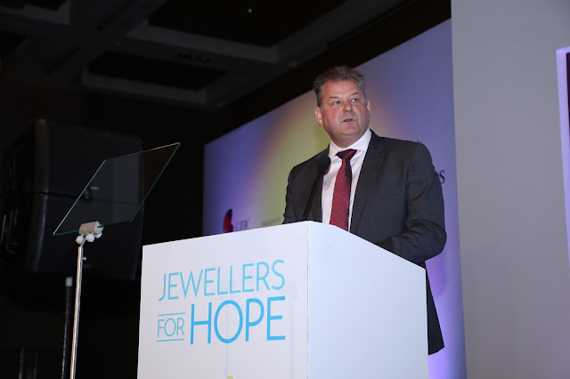 GJEPC's CSR initiative 'Jewellers for Hope' charity dinner presented in association with De Beers donates Rs 1 crore for education & empowering girl child and supporting the needy children
