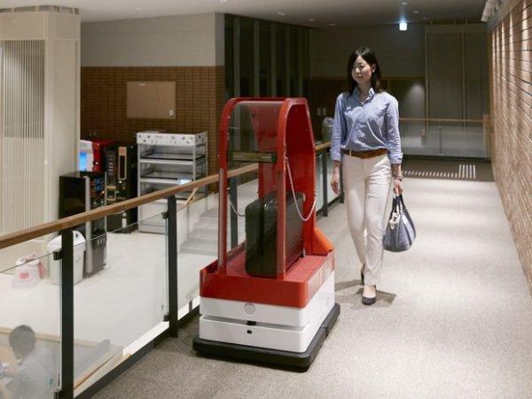 Robôs foram demitidos no Japão por incomodar hóspedes (Imagem: Reprodução/Fatos Desconhecidos)