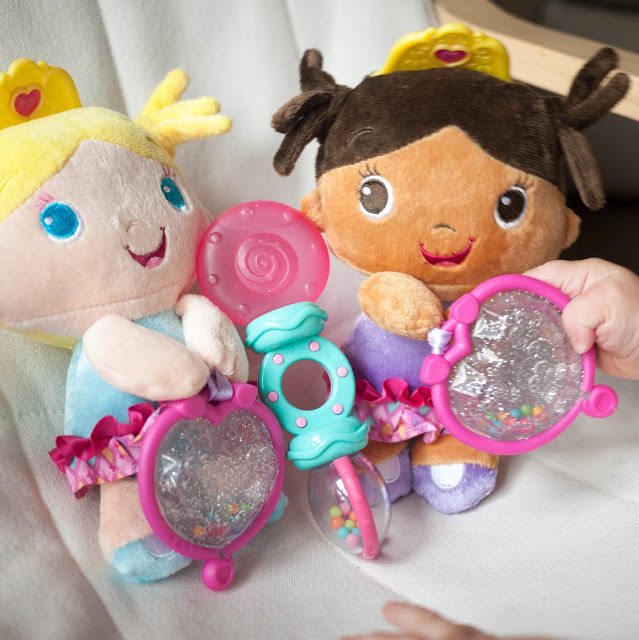 Los juguetes nuevos de Ángela