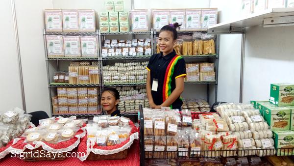 Bacolod pasalubong -- Sugarlandia barquillos and Sugarlandia piaya