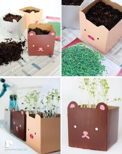 Karton bekas kotak susu untuk menyiapkan bibit tanaman.