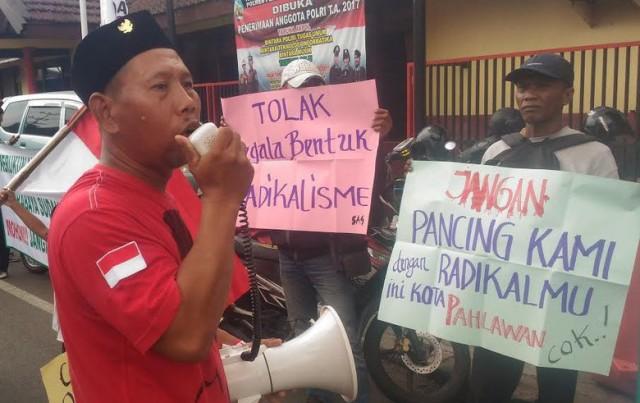 Warga Surabaya Tolak Pengajian Habib Rizieq di Masjid Ampel