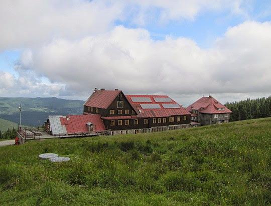 Schronisko PTTK na Hali Szrenickiej (1195 m n.p.m.).