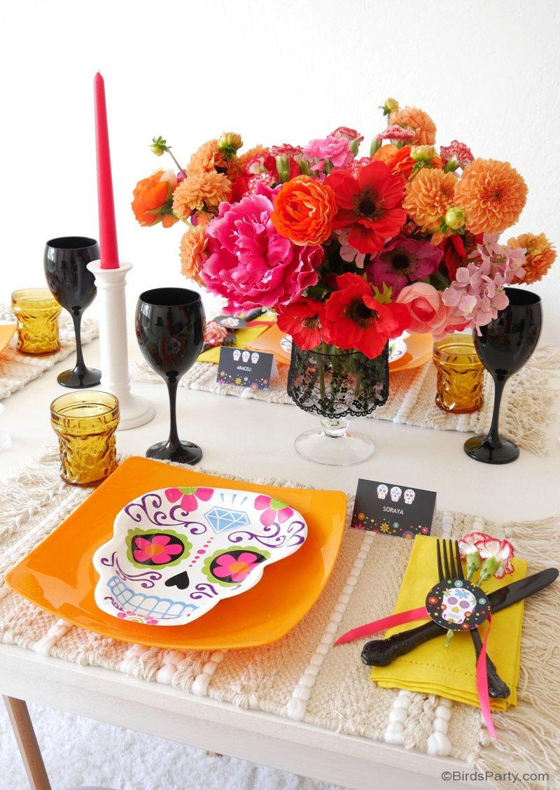 Un Dîner Dia De Los Muertos Pour Halloween - des idées faciles et modernes d'inspiration mexicaine pour table, apéro ou dîner macabres! by BirdsParty.fr @birdsparty #halloween #aperohalloween #ideeshalloween #decorationhalloween #aperomacabre #dinerhalloween #tablehalloween