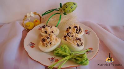 Jajka faszerowane rodzynkami