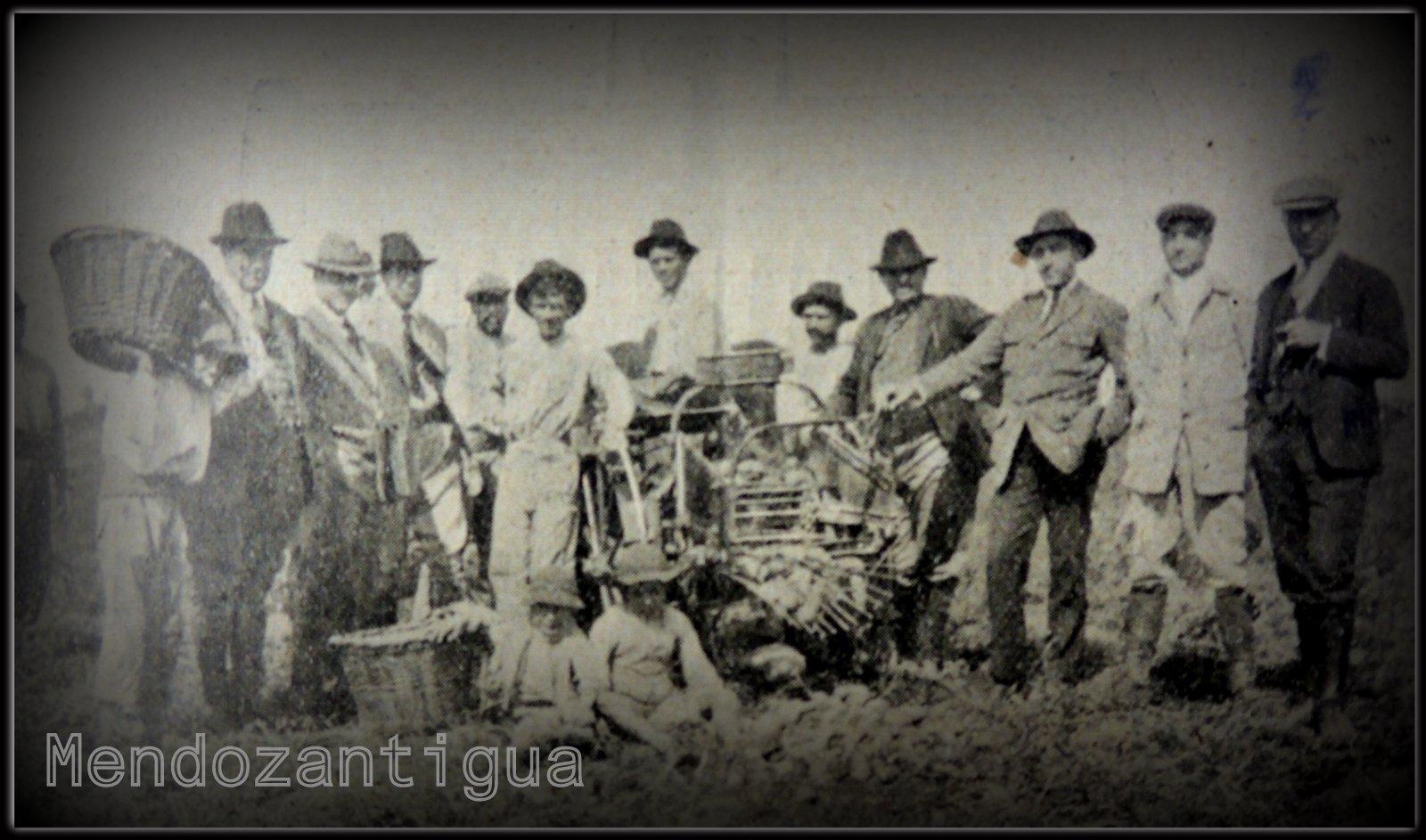 Grupo De Chacareros En Tunuyan Asistiendo A La