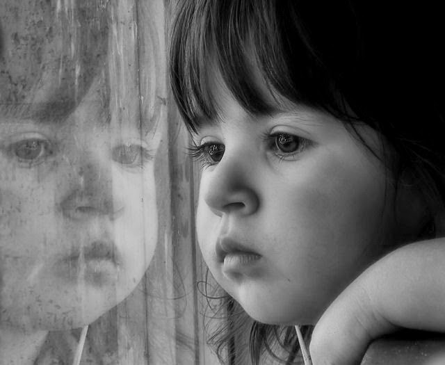 Looking For Cute Sad Baby Girl Alone Wallpaper
