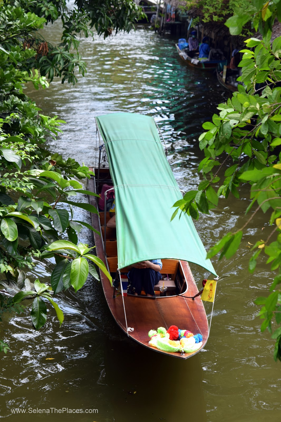 Khlong Lat Mayom Floating Market in Bangkok