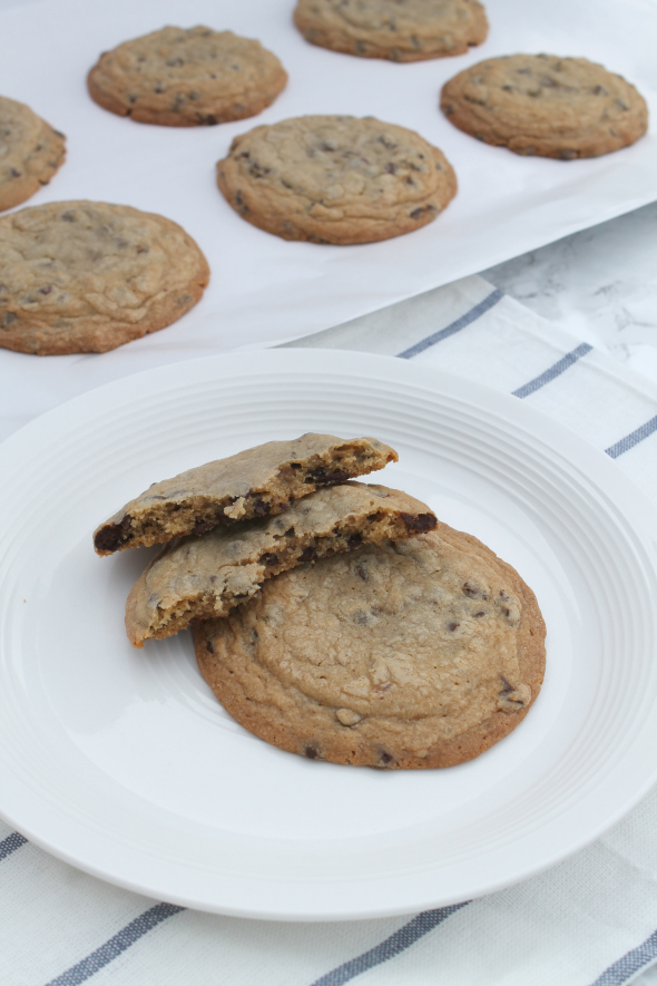 Copycat Panera Chocolate Chip Cookies - Giant Chocolate Chip Cookies