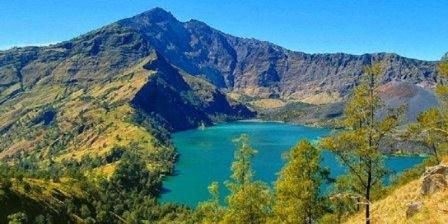 Danau Segara Anak danau segara anak danau segara anakan di gunung rinjani terdapat di provinsi danau segara anak di danau segara
