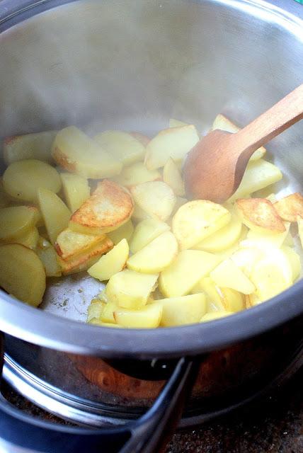 botwinka,zupa z młodych buraków,czy liście buraków można jesc,co zrobić z liśćmi buraka,z kuchni do kuchni,barszcz czerwony,barszcz ukraiński,katarzyna franiszyn luciano,blogerka kulinarna,