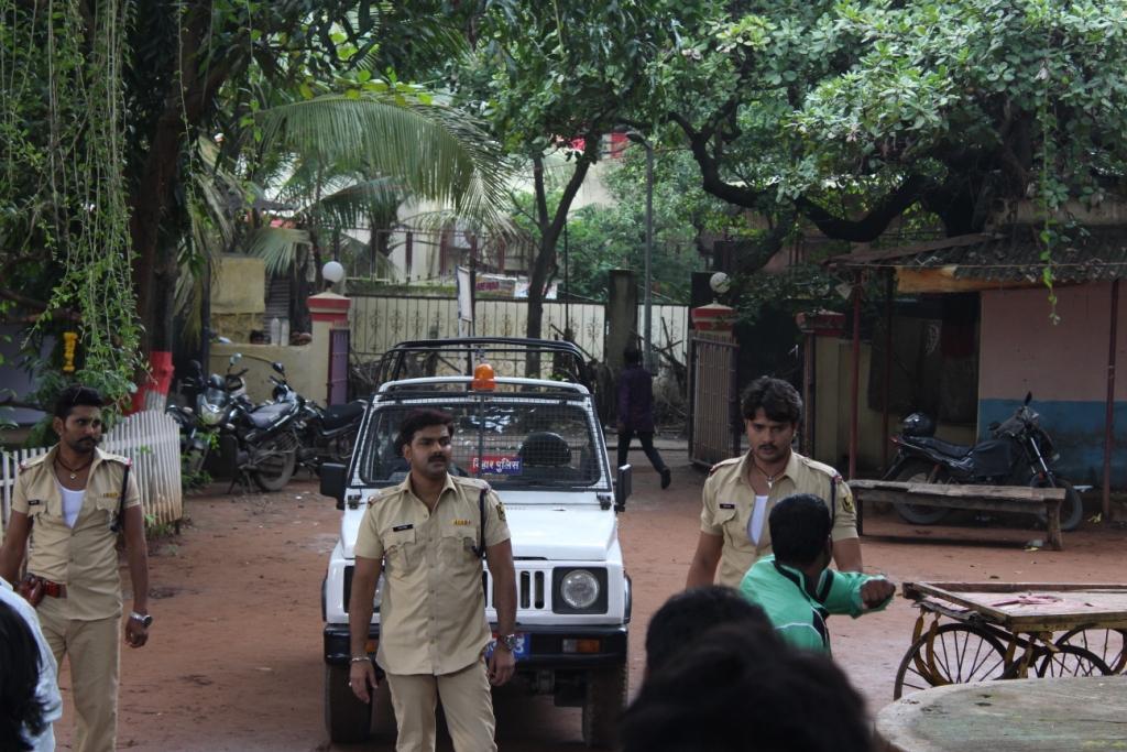 Pawan Singh and Yash Kumar ON Set Lootere pics