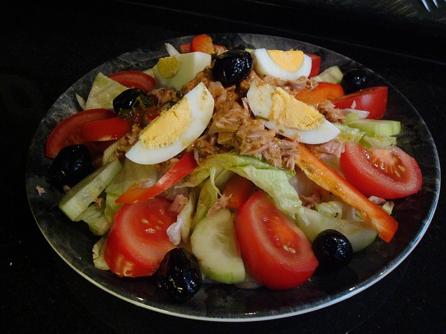Tuna Salad with Tomatoes, Olives, Cucumber