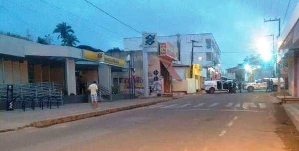 Bandidos invadem Banco do Brasil na cidade de.....