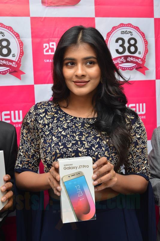 Hebah Patel Chirala B New Store Launch Stills - Latest Movie Updates, Movie Promotions, Branding -7989