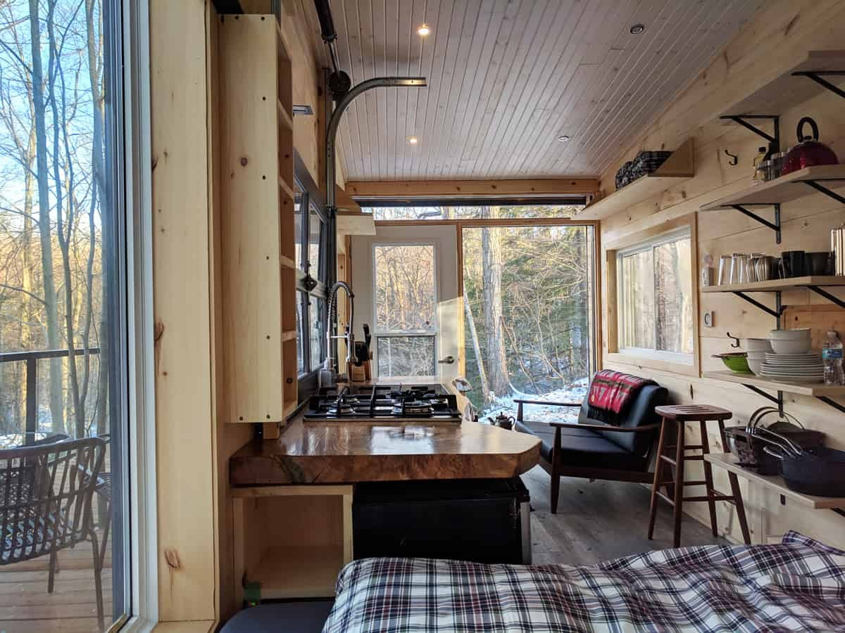 04-Interior-View-2-Cabinscape-Off-Grid-Cabin-Tiny-Home-Architecture-www-designstack-co
