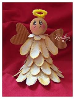 angelo con contenitore delle uova