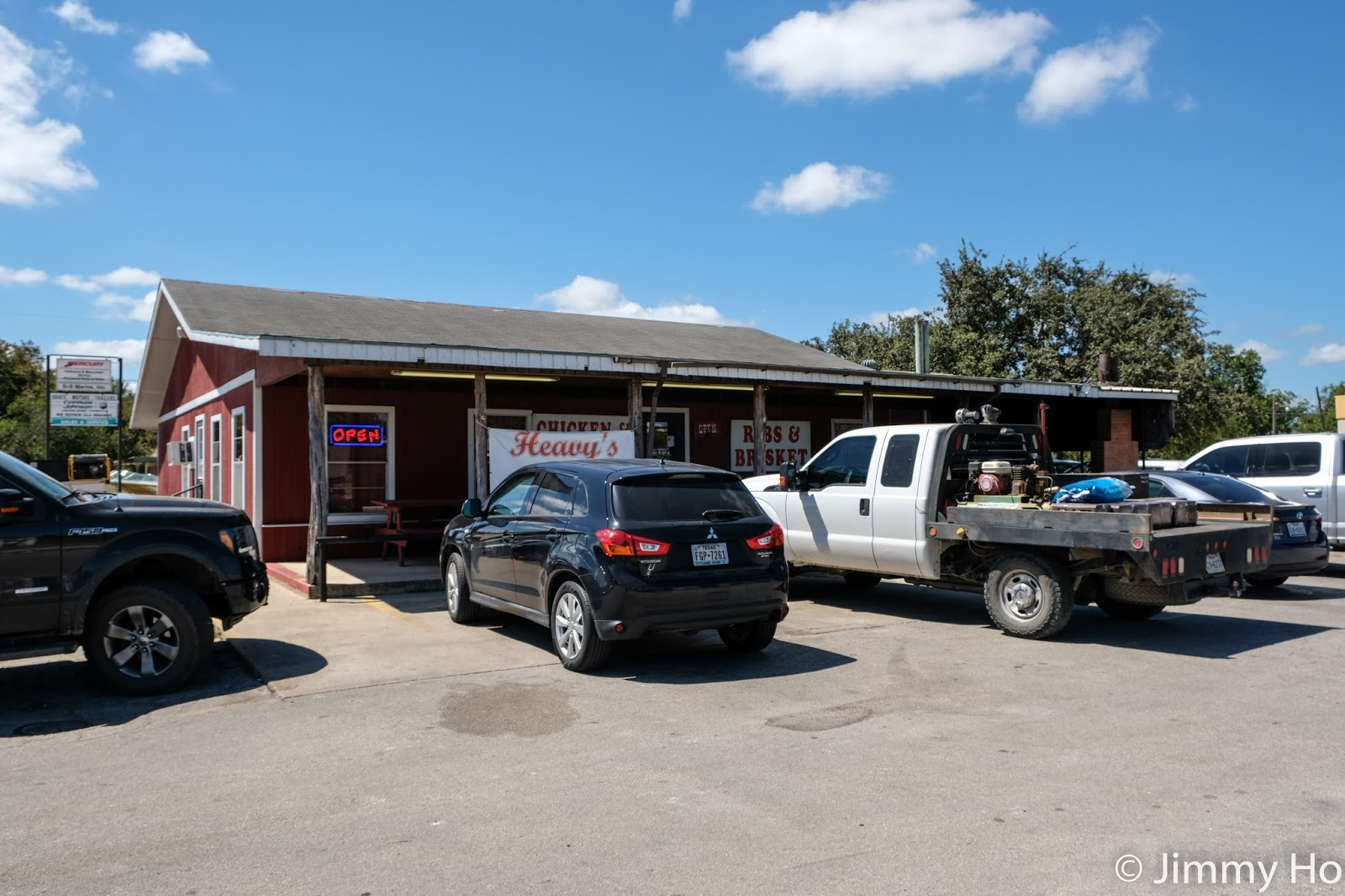 Heavy's Outdoor Bar-B-Que (First Impression)