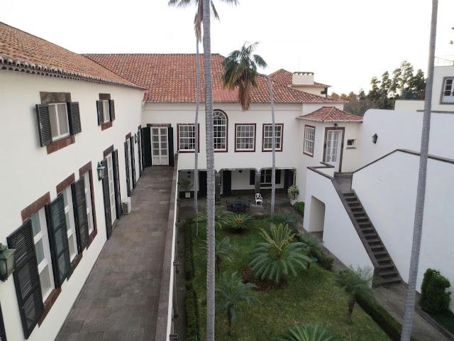 a different view of the Palácio de São Lourenço