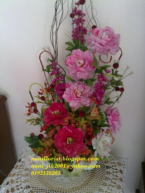 Gubahan Bunga Sudut Ruang Tamu