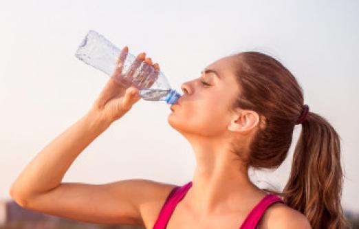 Να γιατί δεν πρέπει να ξαναχρησιμοποιείτε τα ίδια πλαστικά μπουκάλια