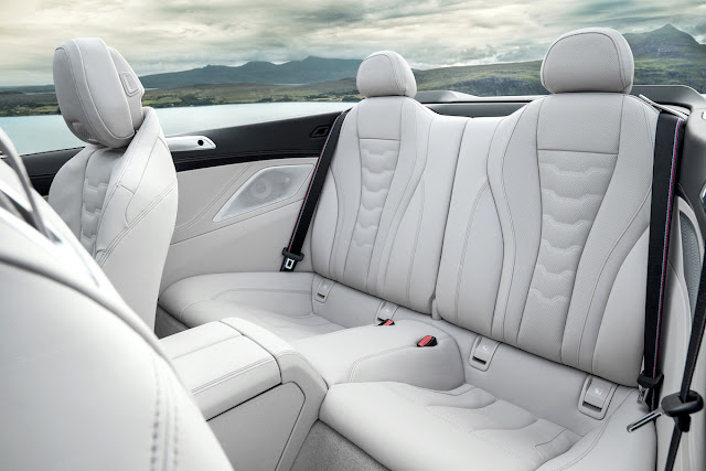 BMW 8シリーズ・カブリオレ 後部座席
