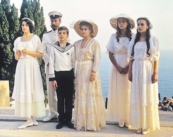 Irmãs Romanov, figurino em filme