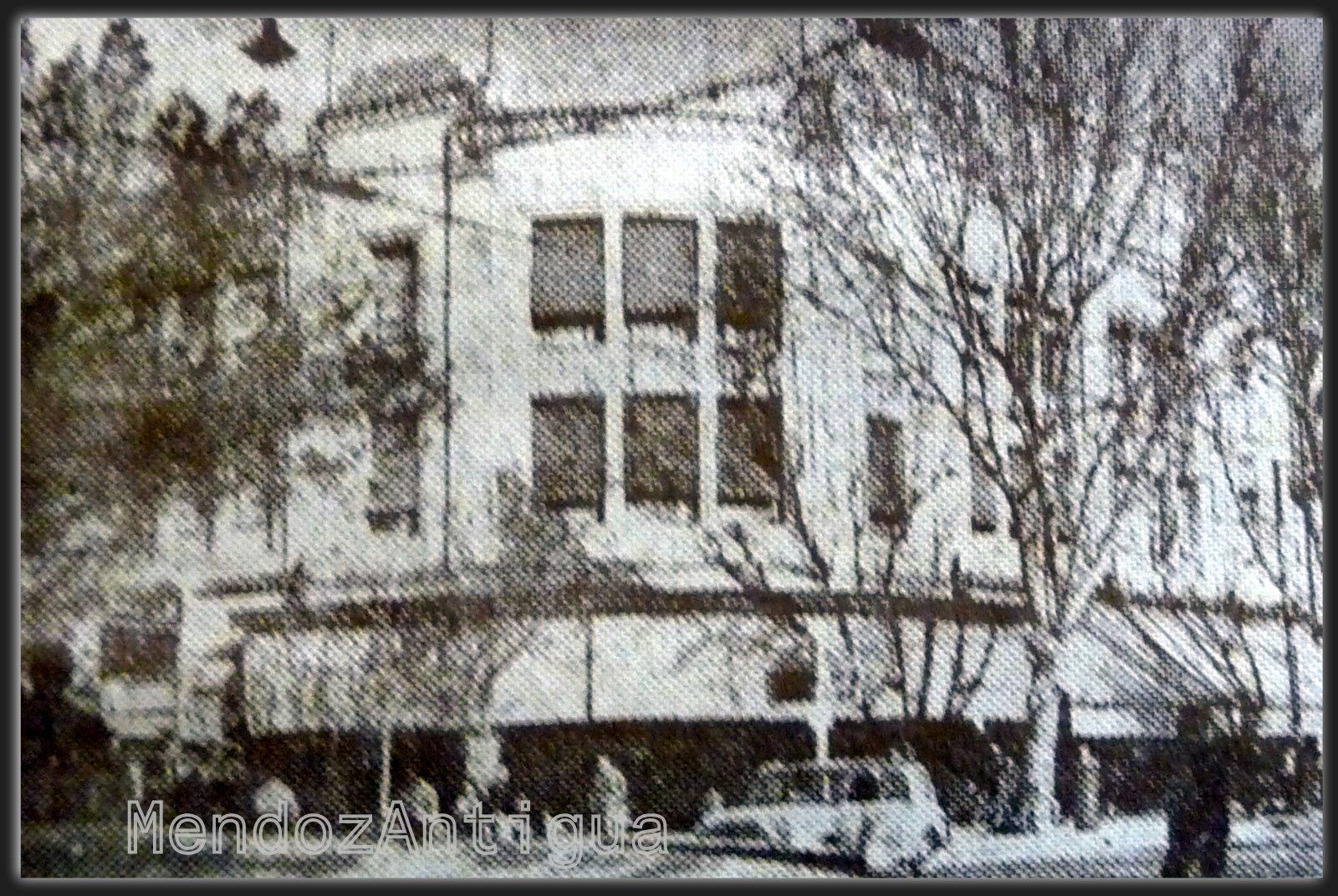 Edificio De La Tienda Por Departamentos El Guipur Ubicado