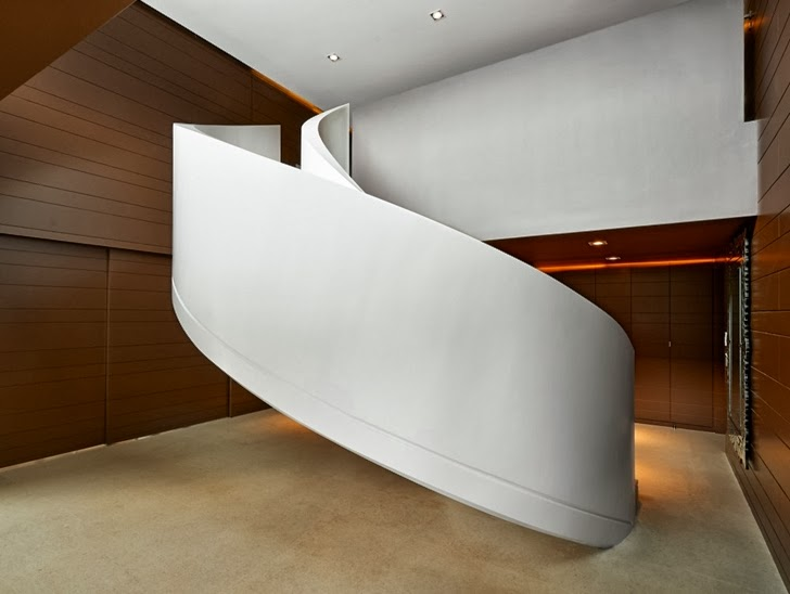 Spiral stairs in Modern home by Foraster Arquitectos