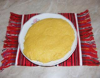 mamaliga traditionala romaneasca, preparat traditional, mamaliguta, mamaliga vartoasa bine fiarta, retete de mancare, retete culinare, bucataria romaneasca,