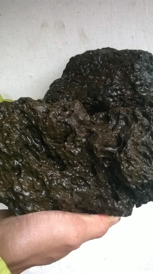 đá đen gồ ghề trang trí hồ thủy sinh