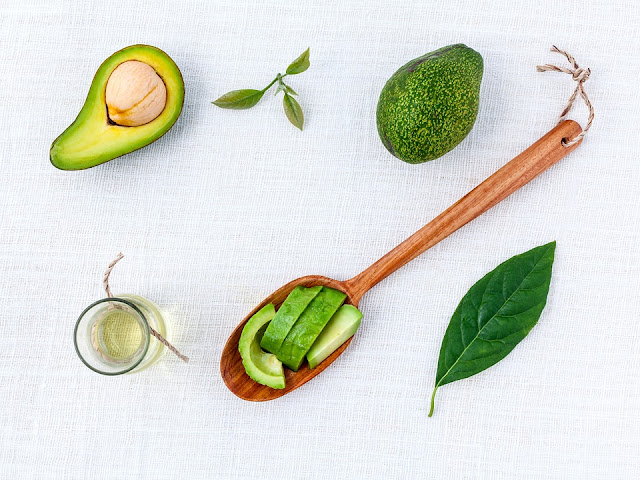 tame frizzy hair with avocado