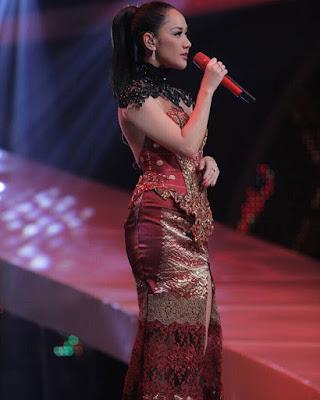 daftar penyanyi singer musisi wanita cewek indonesia terkenal favorit populer idola fans musik lagu tembang alat mp3 download jadwal konser panggung siaran langsung televisi event album cd dvd video terbaru terkini update artis selebriti berita heboh gosip