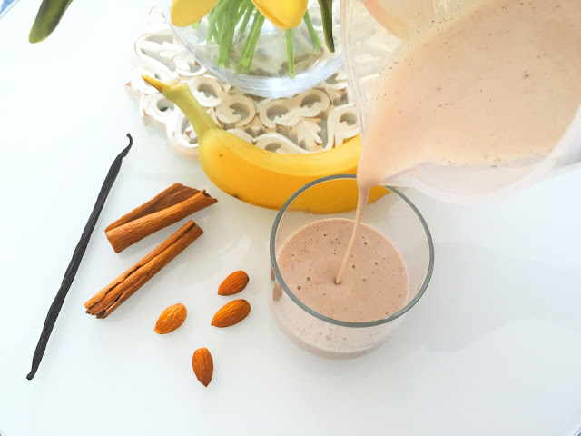 BANANA CINNAMON SMOOTHIE -Banana Almond Milk Smoothie - Vegan Breakfasts - Vegan Breakfast Ideas