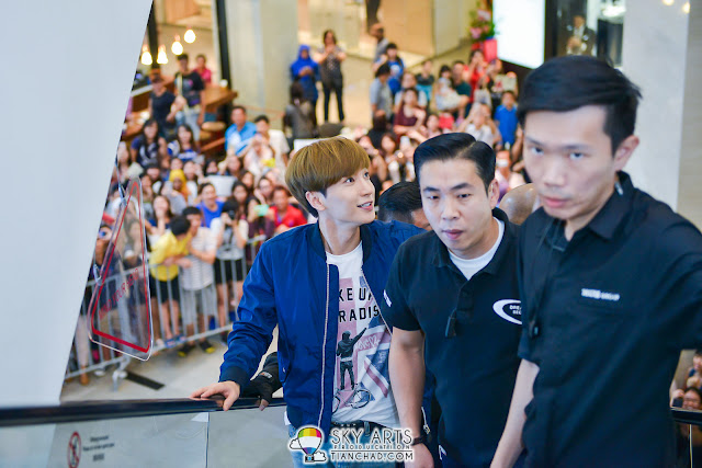 LeeTeuk going to SPAO outlet in Parkson with fans surrounded the mall