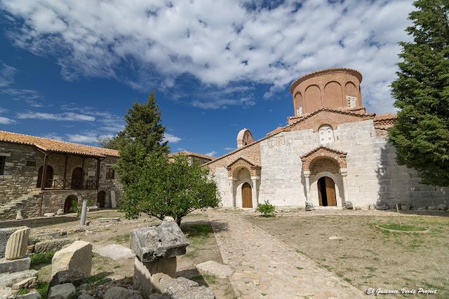 Vista del Monasterio de Santa Maria - Apolonia, Albania por El Guisante Verde Project