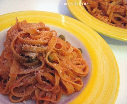 Tagliatelle Pomodoro, Piselli e Ricotta Salata