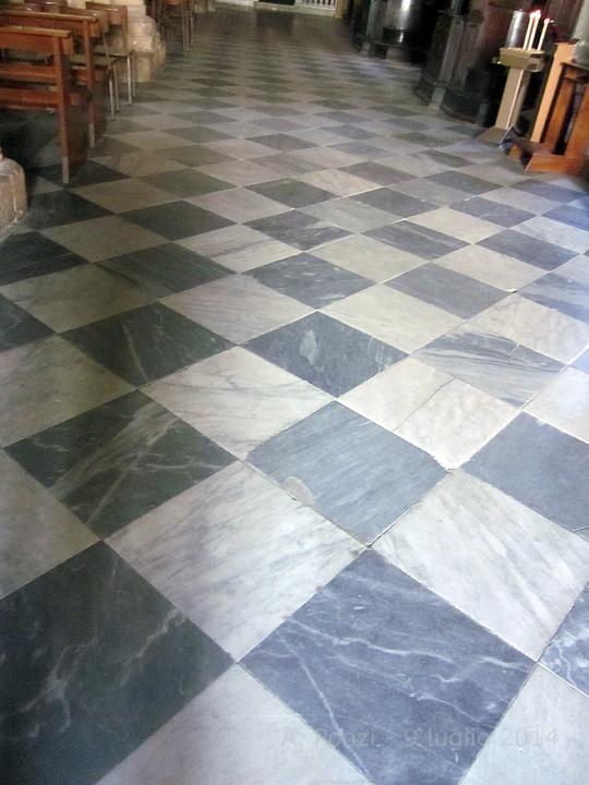 Fidenza un pavimento massonico in cattedrale for Pavimento bianco e nero