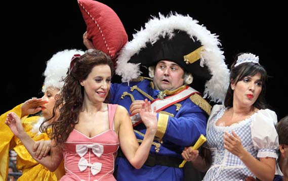 Candide. Opereta en español los teatros del Canal