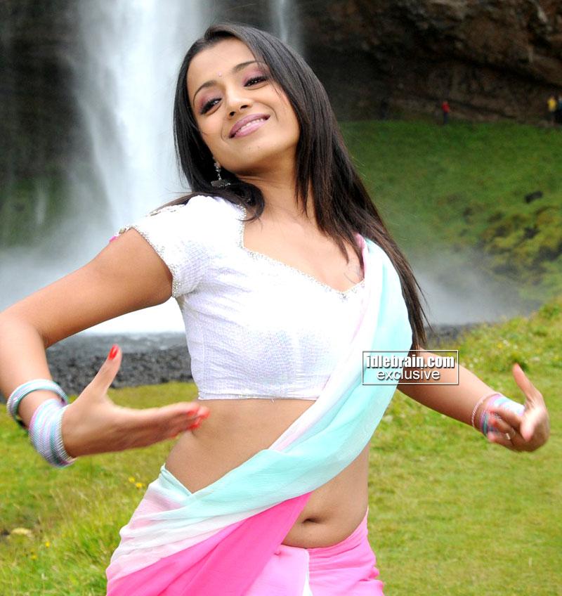 Trisha Hot Yummy Navel And Saree Show