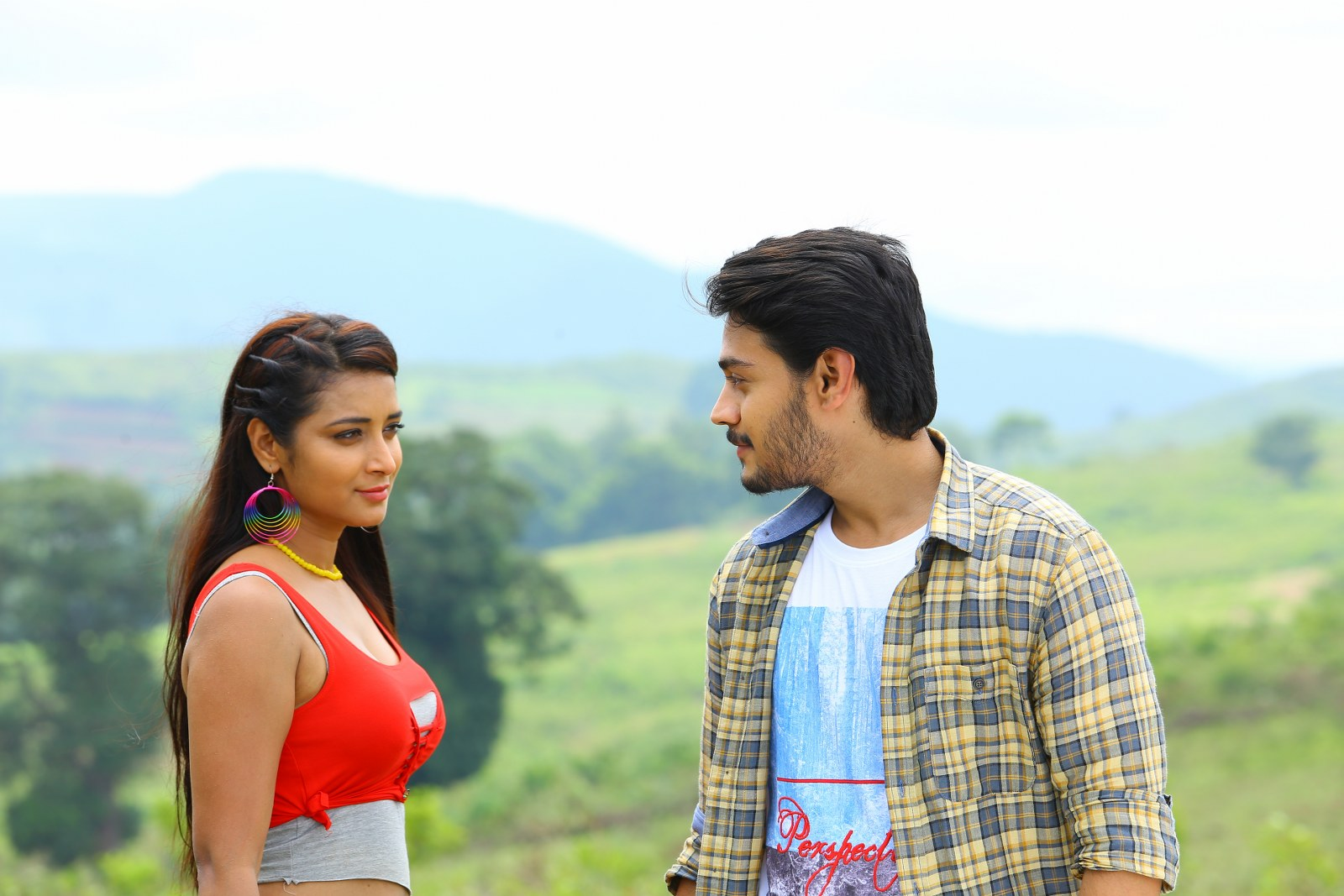 Iddari madhya 18 Movie stills-HQ-Photo-9