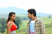 Iddari madhya 18 Movie stills-thumbnail-9