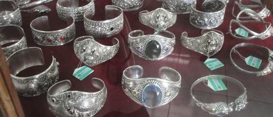 Kerajinan Tangan Perhiasan Emas Dan Perak Desa Celuk - Desa Celuk Gianyar Bali, Liburan, Perjalanan, Objek Wisata