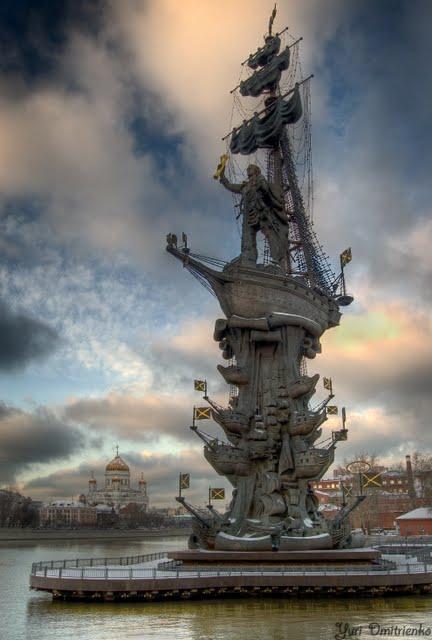 videos impresionantes escalada urbana suben al monumento mas alto de rusia
