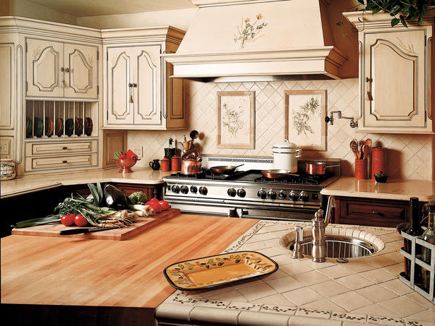 Old World Kitchen Design With Neutral Color