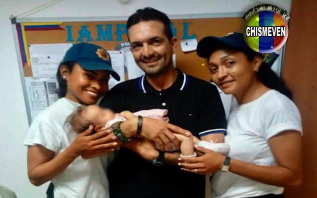 Mujeres policías amamantaron a un bebé abandonado