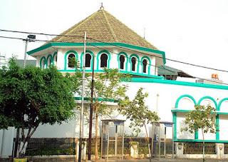 http://www.teluklove.com/2017/04/pesona-keindahan-wisata-masjid-jami.html