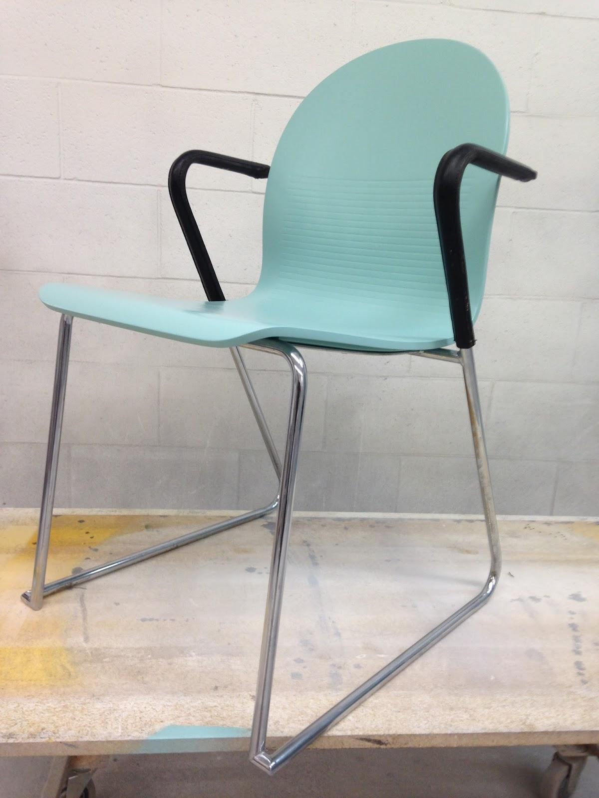 Chaise En Bois Repeinte lux intérieur: chaise d'appoint (vendu)