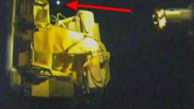 UFO-at-the-ISS-moving-around-been-filmed-by-NASA