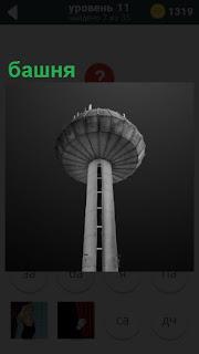 Большая башня с круглым куполом на самой вершине в виде круга